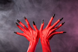 red_devil_hands_sharp_black_nails_extreme_body_art_cg5p1238507c_th