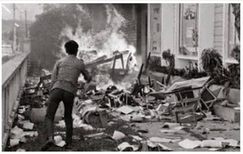 1975, hàng loạt cuộc đốt sách