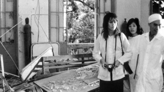 Jane Fonda thăm một bệnh viện bị trúng bom tại Hà Nội tháng 71972