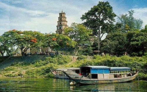 thien-mu-temple-hue-vietnam-travel-guide-e1404808205647
